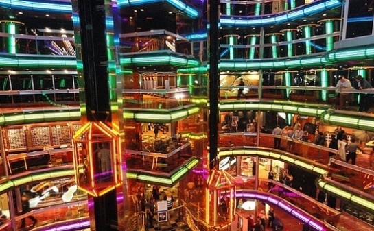 Barco Carnival Fascination