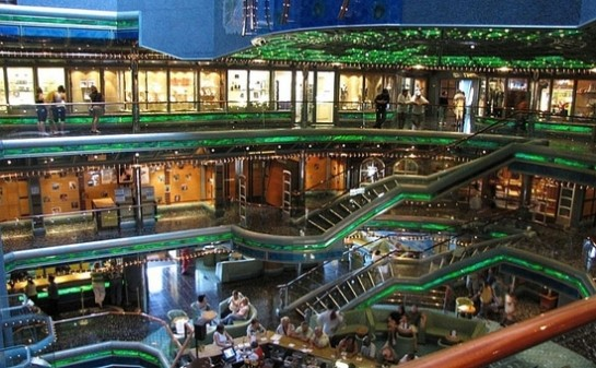 Barco Carnival Victory