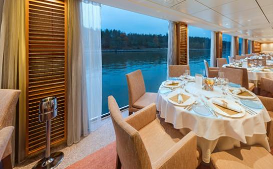 Interior Barco Viking Longships